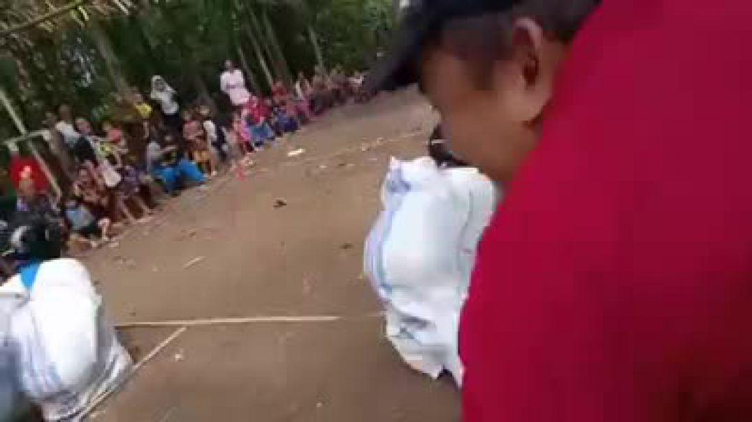 Lomba balap karung paling unik