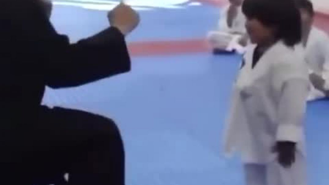 The 3 years brave kid learns martial art