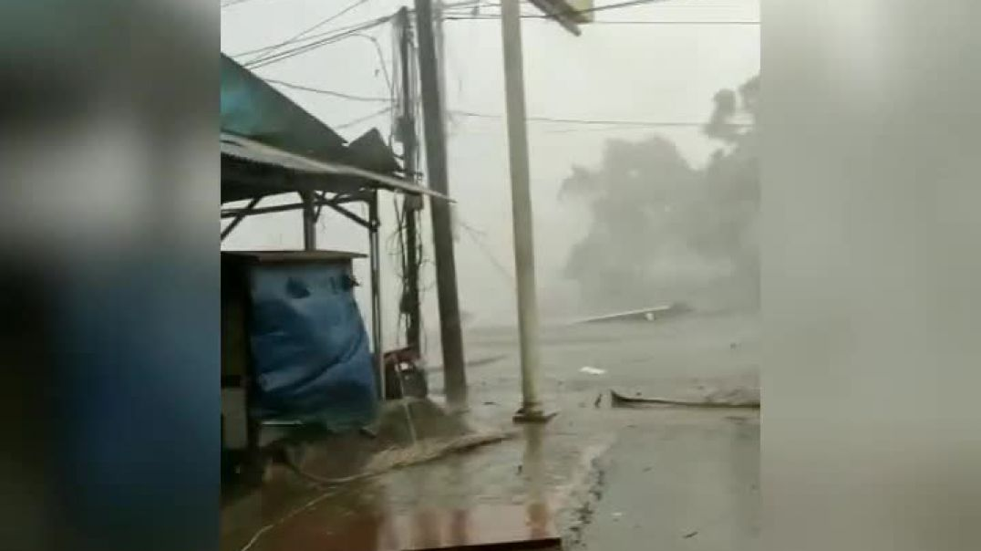 BREAKING NEWS!!! Strong Wind and Heavy Rain.